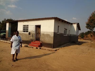 マタニティハウスを待ち望むムコルウェ診療所の助産師