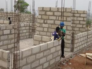 2012年1月 壁面工事(ブロック、鉄筋による支柱工事)