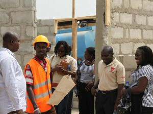 2012年1月 ガーナ家族計画協会(PPAG)管理チームによる建設現場視察