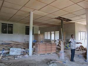 2012年5月 建設中のコトソ・リプロダクティブヘルス・センター(玄関ホール)