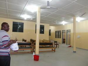 2012年10月 完成後のコトソ・リプロダクティブヘルス・センター(玄関ホール)