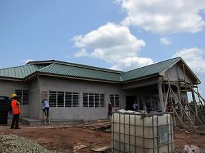 2012年5月 建設中のコトソ・リプロダクティブヘルス・センター(外観)