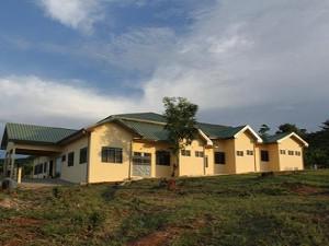2012年10月 完成後のコトソ・リプロダクティブヘルス・センター全景(左側面より)
