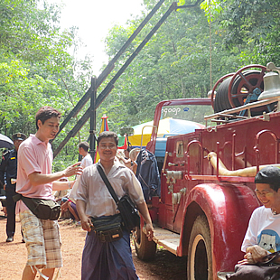 地元消防車と消防団も駆けつけての、火事シーンの撮影。