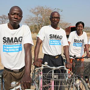 公益財団法人JKAや自治体のご協力により再生自転車を送り、SMAGの活動の足として活用