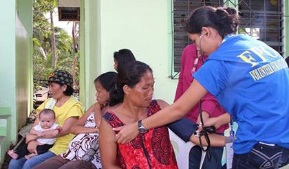 FPOP医療チームによる妊産婦健診(サマール州)