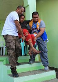 被災した妊婦が破水したため、FPOP緊急医療チームに搬送(サマール州)