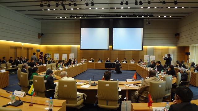 写真:高齢化会議開会式(2013年11月18日、衆議院第一議員会館国際会議室)