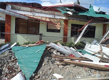 イロイロ農村保健センターが被災して壊れた