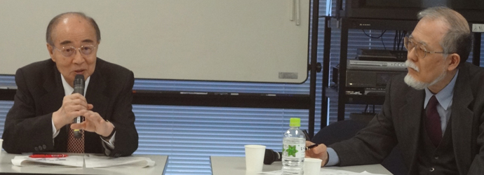 研究会の座長を務める阿藤誠・人口問題協議会代表幹事(右)と、明石康会長