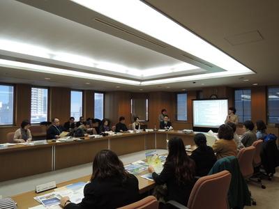 県健康福祉部の説明を聞くIPPF参加者、具体的な応用可能な好事例を多く学ぶ