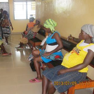 産前・産後健診を受けに来た妊産婦