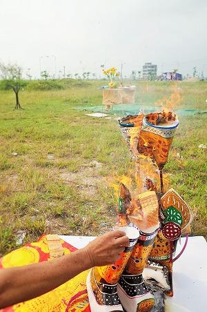 式の最後、催事のお飾りは燃やして天に帰します。