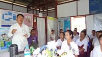保健所レベルでのプロジェクト説明会。母子保健推進員や村の代表から母親の命を救った多くの体験談を聞くことができました。この日は農村保健所2カ所、準農村保健所2カ所を視察しました。
