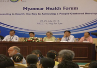 分科会でも熱気を帯びた討論が続いた:筆者が参加した第3セッションでは、UNFPAミャンマー事務所代表ジャネット・ジャクソン(右から3人目)がモデレータ―を務め、「未達成の保健アジェンダ(Addressing the unfinished health agenda)」について議論された