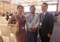 ソー・ルイン・ニィン保健省公衆衛生局長と(右側が筆者)