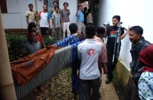 男性ボランティアたちによる妊婦の緊急搬送システム