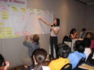コミュニケ-ション戦略構築のワークショップ。 ツールの特性を検証中。