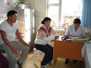 妊婦健診に訪れた夫婦