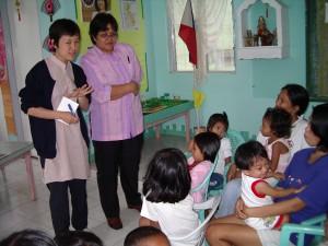子どもの栄養指導の様子