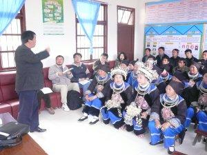 農業技術研修を受ける村人たち